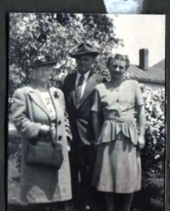 194- B Grandma Locke Dad, Mom